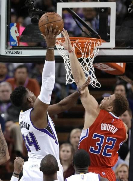 blake griffin bench press blake griffin bench press 28 images griffin clippers beat suns to stay perfect