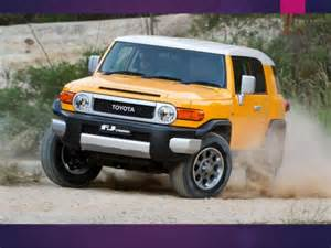 Toyota That Looks Like A Jeep 2013 Toyota Fj Cruiser Vs 2013 Jeep Wrangler Which Is