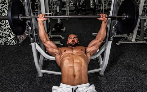 doing bench press 5 common muscle building mistakes and how to avoid them