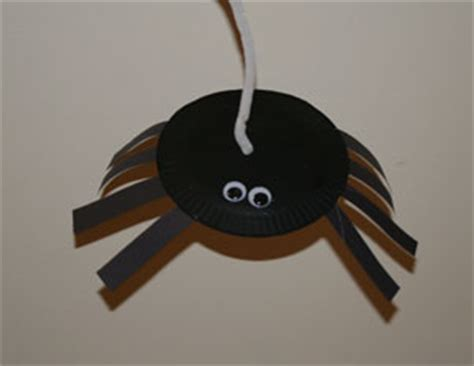 Paper Plate Spider Craft - preschool crafts for miss muffet spider craft