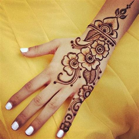 how to henna tattoo yourself 25 best ideas about henna designs on