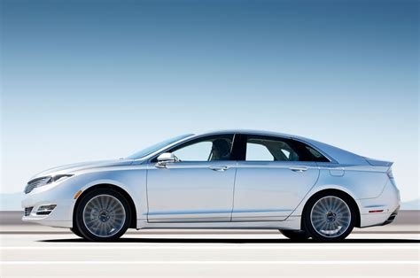 2013 lincoln mkz side view silver first drive 2013 lincoln mkz 3 7 awd automobile magazine