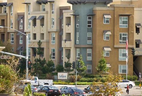 3 bedroom apartments orange county average asking rent at county s big complexes at all time