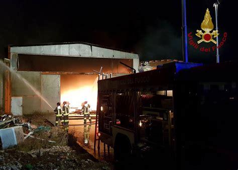 meteo aeronautica pavia pavia incendio in capannone diossina rientrata nella
