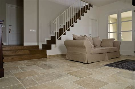 pavimenti in travertino pavimenti in travertino per interni soggiorno pietre di