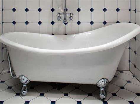 bathtub stuck woman sues bathtub company after getting stuck in luxury