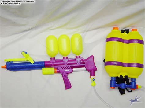 Water Gun With Backpack soaker 300 review manufactured by larami corp