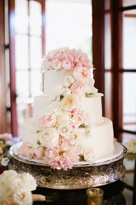 Fresh Flower Wedding Cake by Wedding Cake With Fresh Flowers Flower Photography