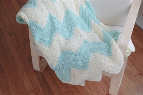 zig zag crochet pattern baby blanket people webs pattern zig zag blanket