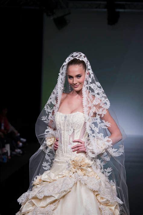 7 Stunning Wedding Veils by St Pucchistunning Untraditional Wedding Veils