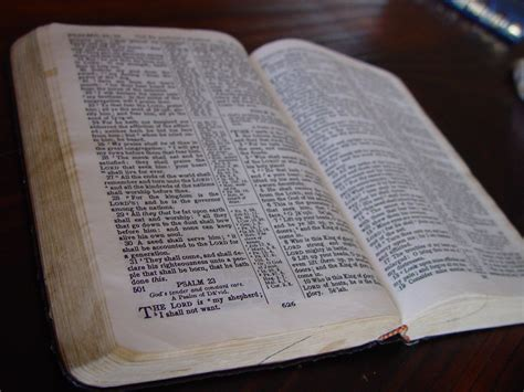 bible book pictures file holy bible book jpg wikimedia commons