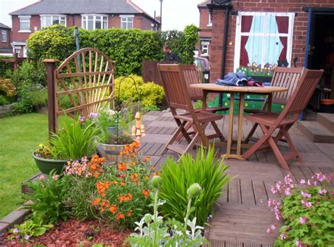decking ideas small gardens decking ideas for small gardens chef in