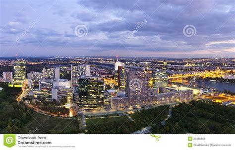 Bewerbungsformular Gemeinde Wien Skyline Der Donau Stadt Wien An Der D 228 Mmerung Stockbilder