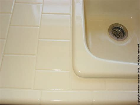 miracle method bathtub refinishing satin tile in high gloss sink all tile is carefully re grouted before refinishing