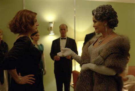 jessica lange and susan sarandon as joan crawford and photos feud bette and joan jessica lange and susan
