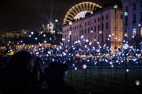 illuminazione urbana lione la fete de lumin 232 res pi 249 di 100 anni di luce oggi i led