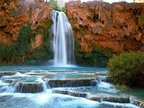 swim under the havasu falls in grand canyon usa places