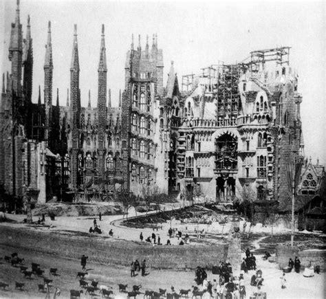 File:La Sagrada Familia en construcción, c. 1915