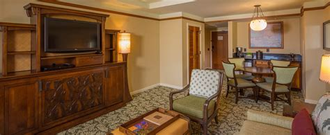 how to book a 2 bedroom suite in las vegas one bedroom parlor suite aulani hawaii resort spa