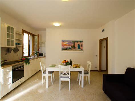helles wohnzimmer ferienwohnung la pineta italien toskana livorno