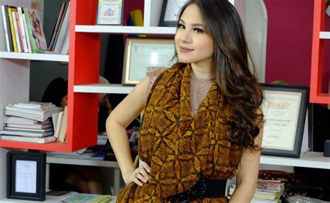 Tutorial Kain Batik Paola Tambunan | cara pakai kain batik ala paola tambunan beauty blogger
