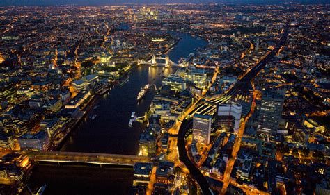 world visits london england at night view look very nice london blogtelopia co uk
