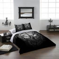 thirteen gothic bedrooms home design and interior cool bedroom inspiration with the pictures on the wall