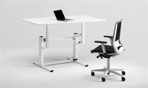 sit stand desk reviews apexdesk devaise height adjustable standing desk sit stand