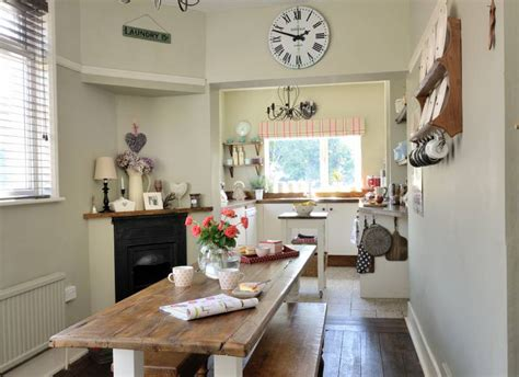 think big to make the most of your small dining space