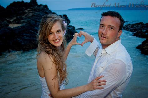 19 fun trash the dress pictures barefoot maui wedding fun photography 19 a affordable