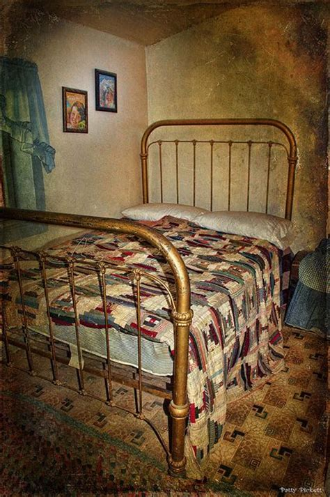 Handmade Iron Beds - iron bed frame and handmade quilt antique iron beds