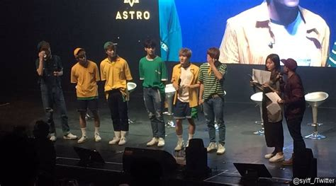 Baju Akdong Musician Play Hijau Eizhin K Pop Edition awas pengen gantengnya astro saat high touch bareng fans