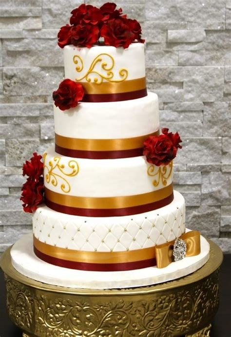 gold themed cake this is another great looking cardinal and gold themed