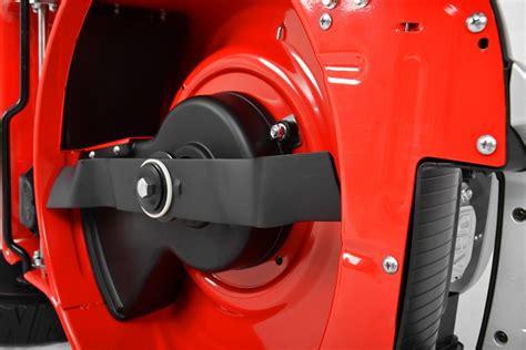 Benzinrasenmã Mit Radantrieb Test by Messerwechsel Beim Rasenm 228 Rasenmaeher Im Test De
