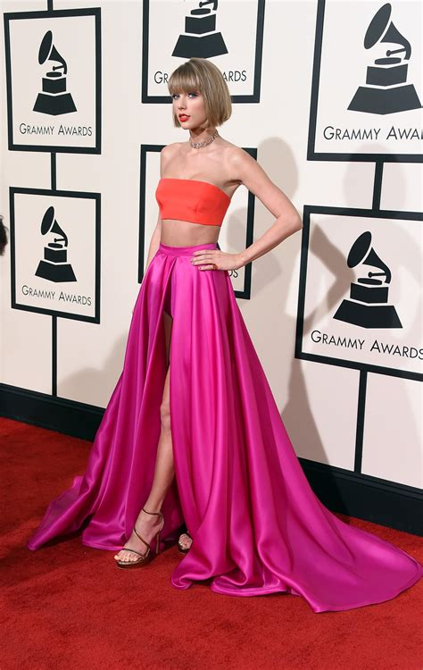 Taylor Swift 2016 Grammys Pink Dress | grammys 2016 taylor swift s outfit looks like 10 things