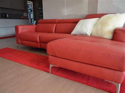 poliuretano per divani divano in poliuretano con movimento relax elettrico matt 1