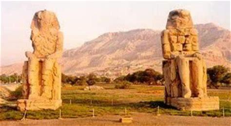 Southern Comfort Com Colossi Of Memnon
