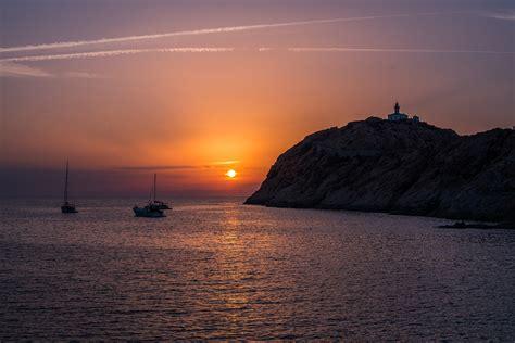 le du soleil ile rousse en corse pour des coucher de soleil fabuleux
