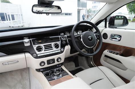 roll royce wraith interior 2014 rolls royce wraith drive motor trend