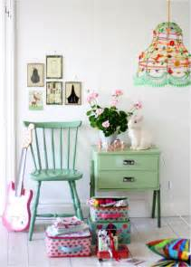 ebabee likes pretty pastel rooms for
