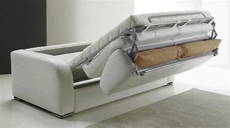 choisir un canapé convertible canap 233 convertible pour meubler un appartement studio