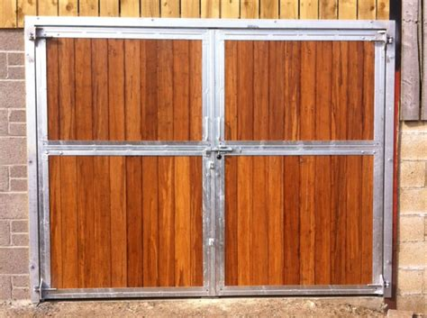 Barn Doors Uk Decorating 187 Swinging Barn Doors Inspiring Photos Gallery Of Doors And Windows Decorating