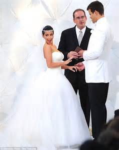 Pictures Of Wedding Dresses Kim Kardashian And Kris Humphries Wedding Photos Inside The Fairytail Ceremony Daily Mail Online