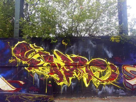 skare ukraine graffiti writer spotlight bombing science