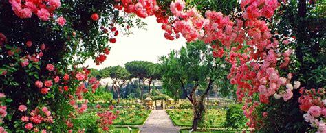 imagenes de jardines llenos de rosas rosas para perderte el jard 237 n secreto de roma entre