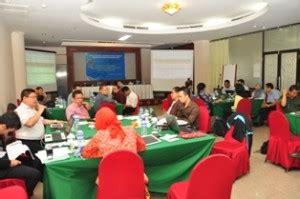 gambar 2 suasana diskusi peserta rapat evaluasi kinerja