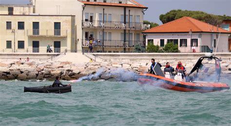 capitaneria di porto caorle giallo a caorle turisti tedeschi trovano un cadavere