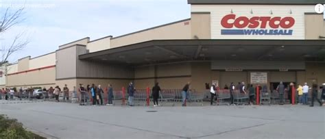 costco  letting healthcare workers shop    customers