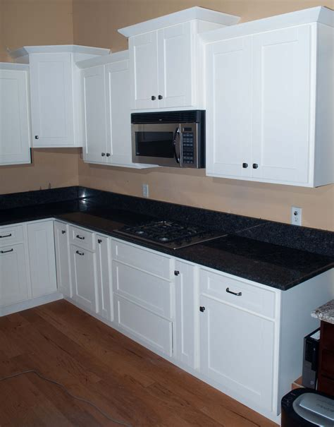 images of kitchens with white shaker cabinets white shaker rta cabinets knotty alder cabinets