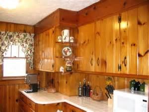 Kitchen Cabinets On Knotty Pine Walls 25 Best Ideas About Pine Kitchen On Pinterest Pine
